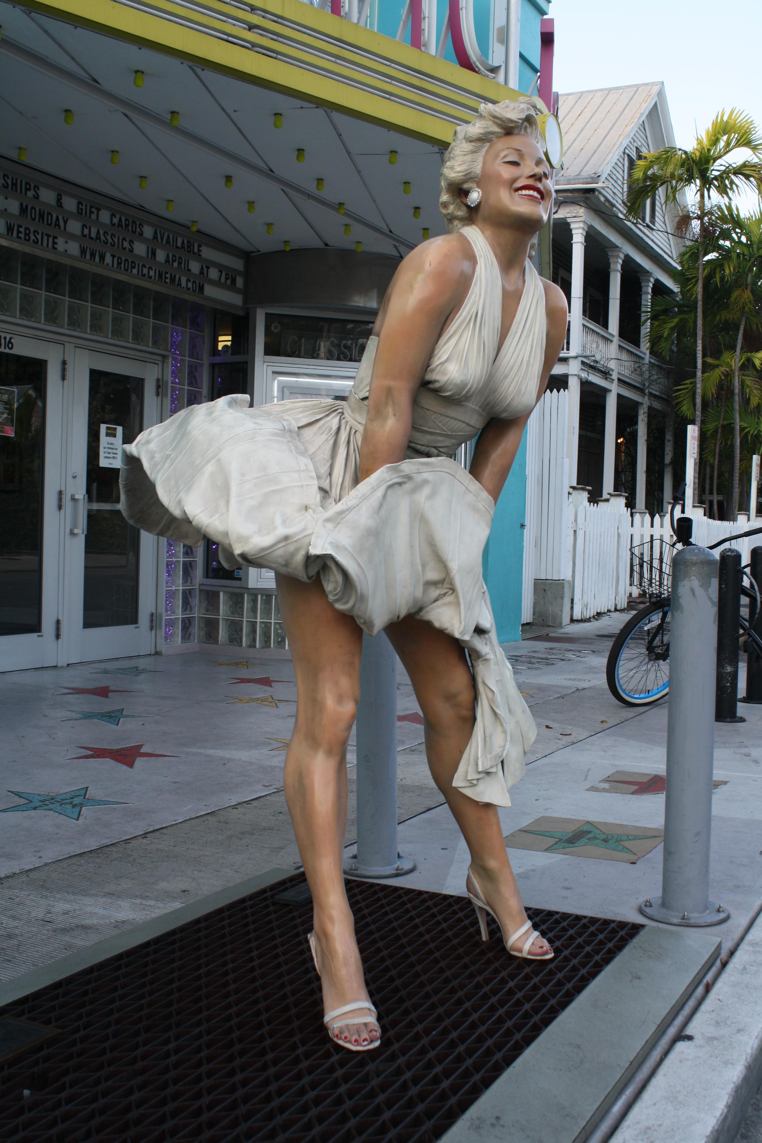 monroe marilyn dress blowing statue photo photos history